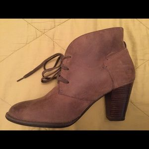 Clark's leather tie-up ankle boots